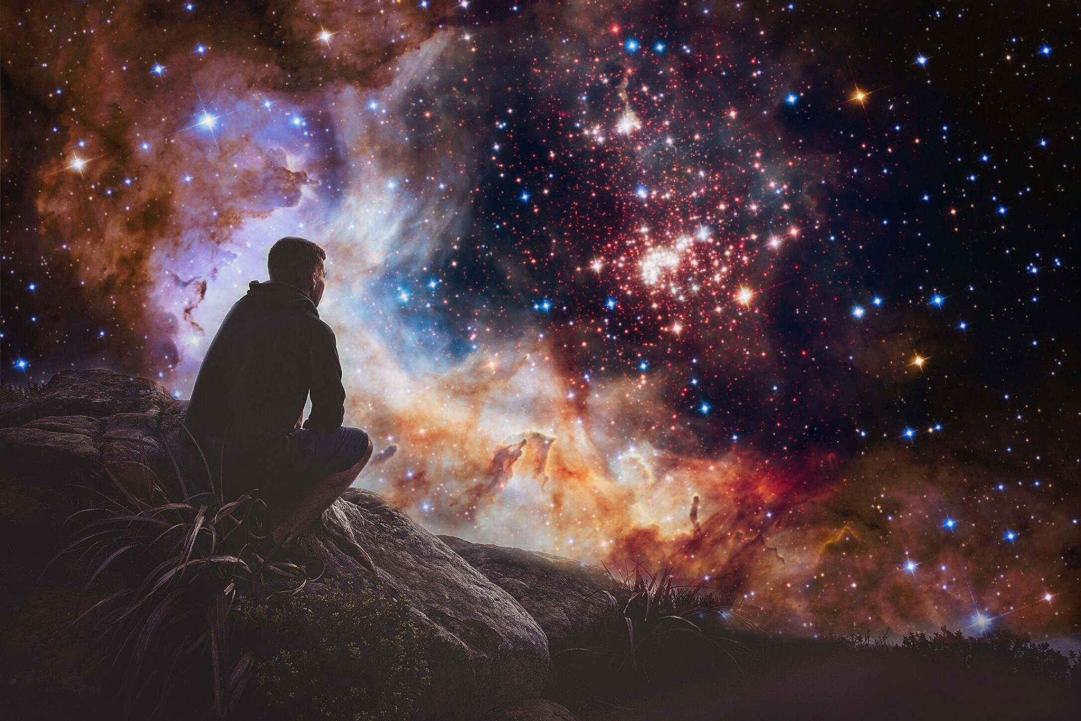 приплюснутая картинка космос и человек вертикально паниным никто стал