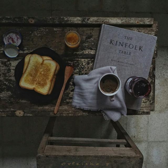 My #favoritethings  #coffee #beautiful #onmyblacktable #mycoffee_diary #flatlay #breakfast #darktone #softtone #food #foodphotography #onthetable #sony #photography