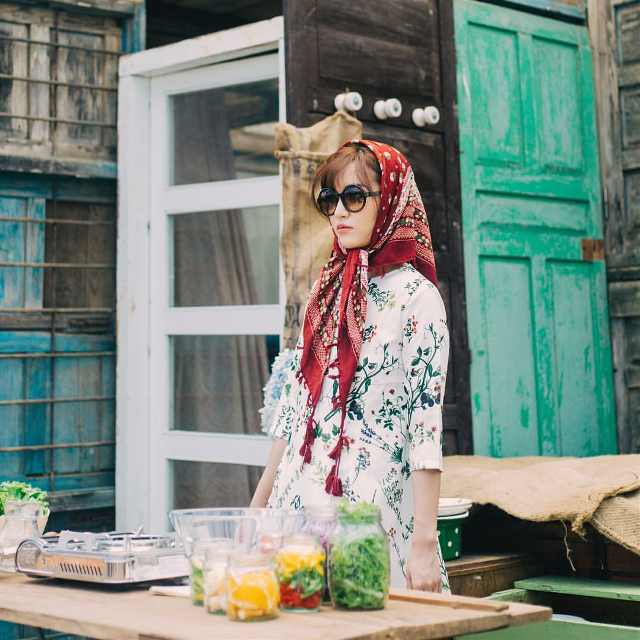 Cooking and play with outfit 😂😂😂 How cute???  #bichphuong #colorful #cute #emotions #love #vintage