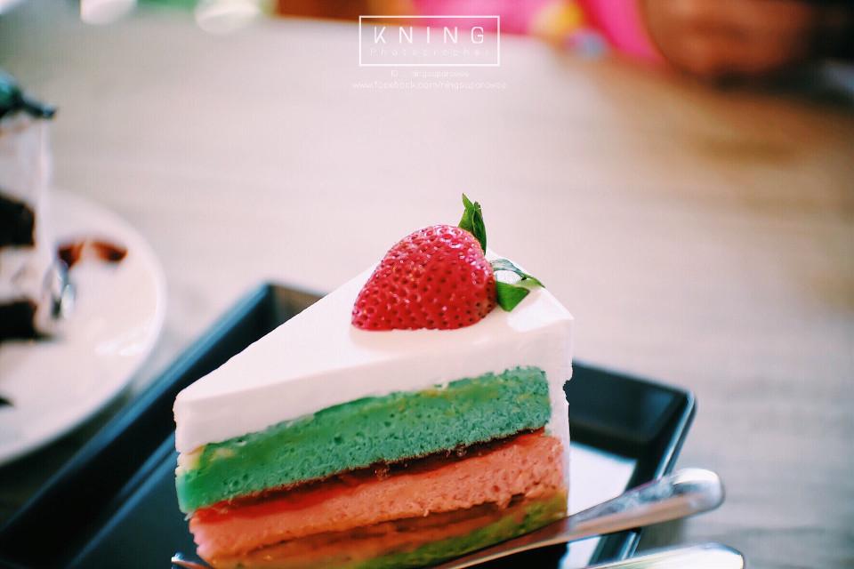 Holiday . Model : Fish & Candy Location : Ton-Aoy Coffee & bakery #แต่งกาก #กล้องกาก #เลนส์กาก #ตากล้องน่ารัก55 #FreeToEdit